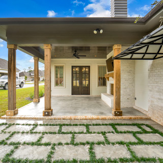 40 Covered Patio.jpg