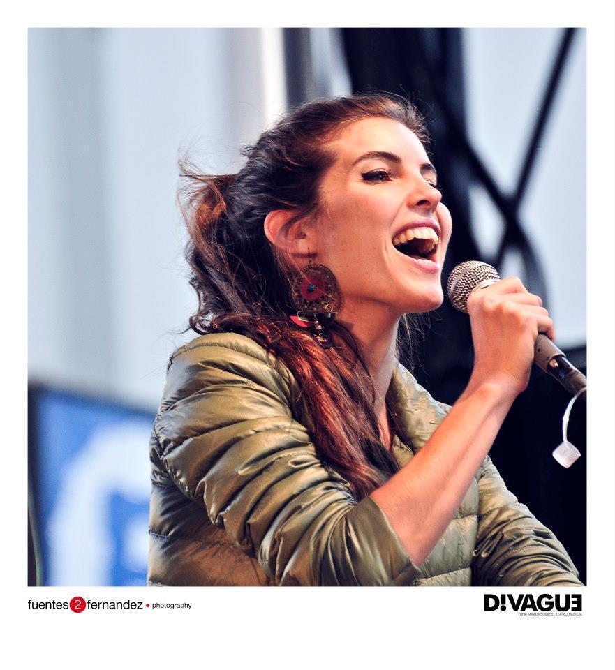 Cantando en los Premios HUGO