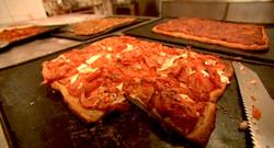 Torta de tomate,jamón,queso,orégano