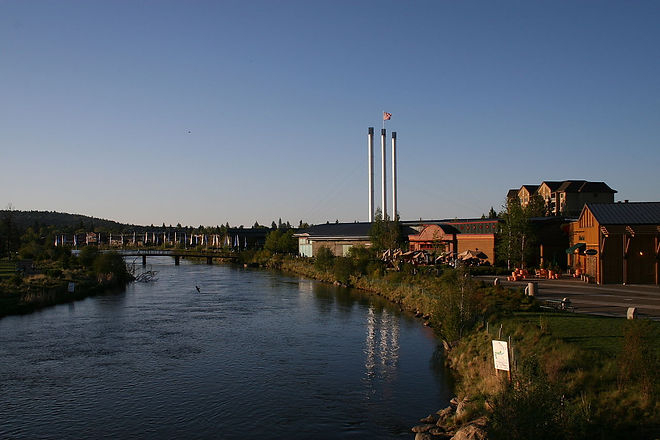 1280px-Old_Mill_District,_Bend,_OR_2009.jpeg