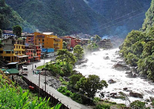 aguas-calientes-machu-pichu-pueblo.jpg