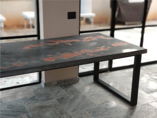 שולחן פליז.jpg