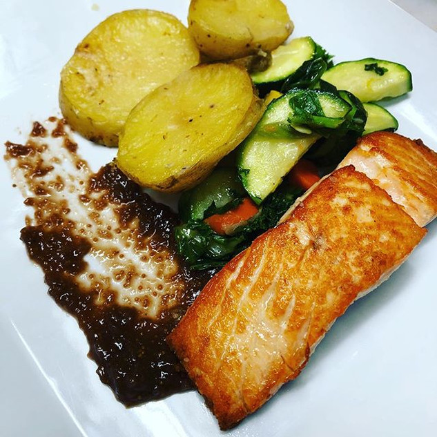 Salmon with fig marmalade cooked to orde