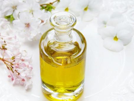 スキンケアに重要な外ケアの化粧水と内ケアの食事について