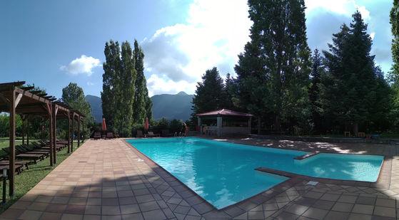 Πισίνα & pool bar
