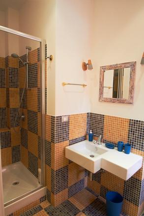 bagno camera rosa