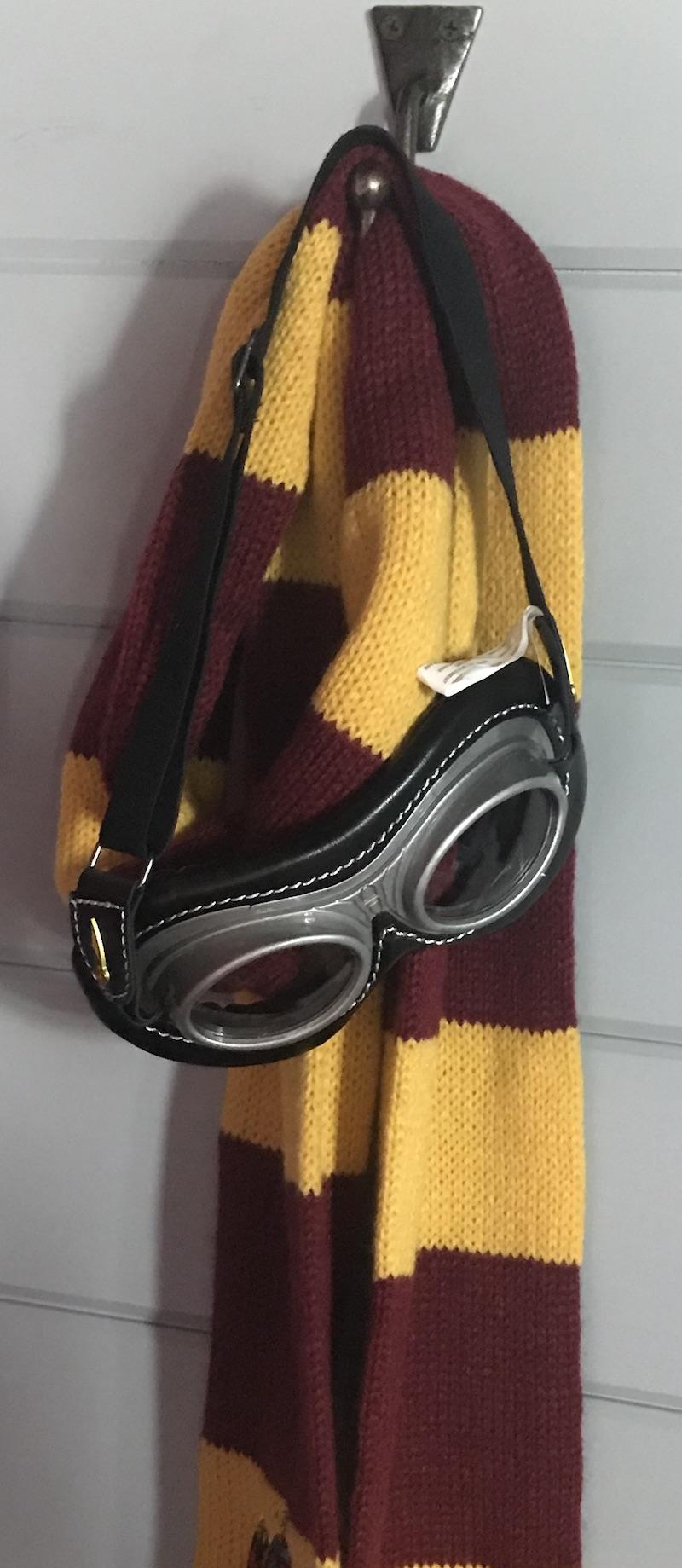 Gryffindor scarf & goggles