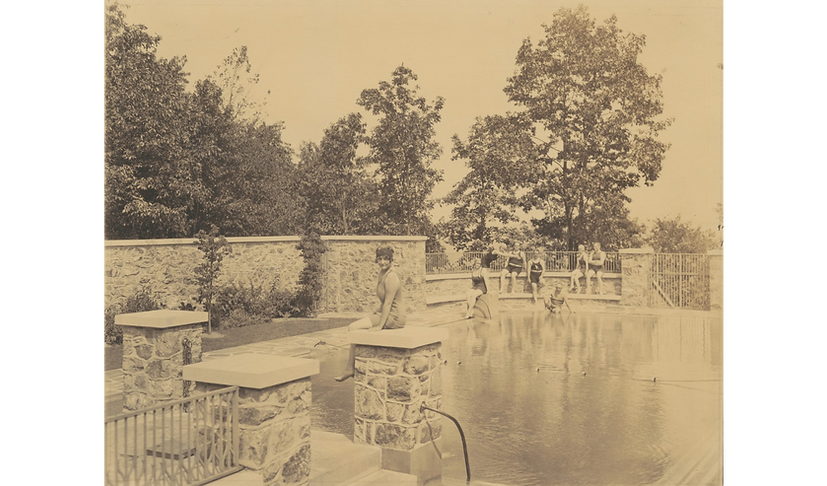 1923 swimmers at poolside.png