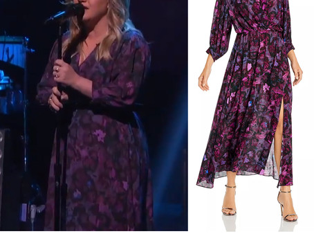 Kelly Clarkson's purple print dress from The Kelly Clarkson Show