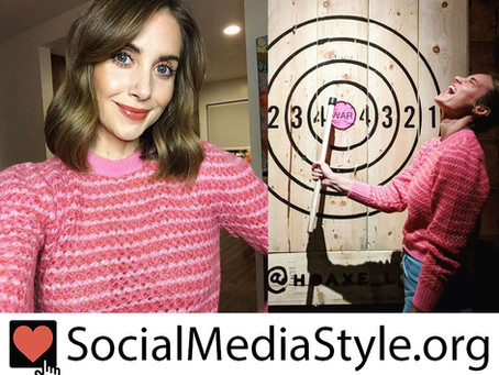Alison Brie and Brie Larson's pink sweaters