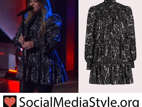 Kelly Clarkson's black love note dress from The Kelly Clarkson Show