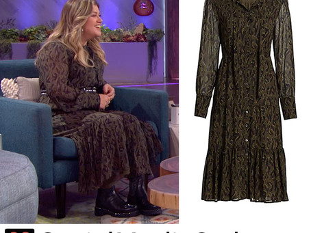 Kelly Clarkson's green leopard print dress from The Kelly Clarkson Show