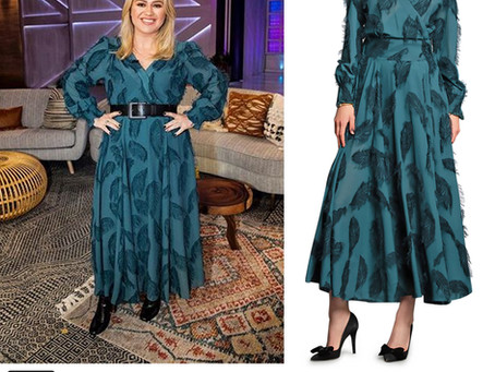 Kelly Clarkson's teal feather dress from The Kelly Clarkson Show