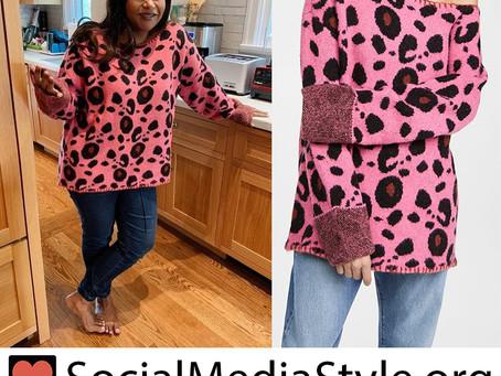 Mindy Kaling's pink leopard print sweater