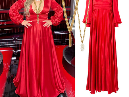 Kelly Clarkson's red dress and gold necklaces from The Voice