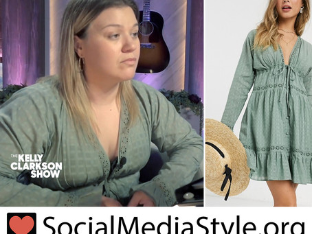 Kelly Clarkson's green lace insert dress from The Kelly Clarkson Show