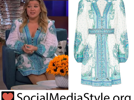 Kelly Clarkson's blue and white paisley print dress from The Kelly Clarkson Show