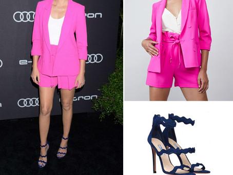 Elizabeth Banks' pink blazer and shorts and wavy navy sandals