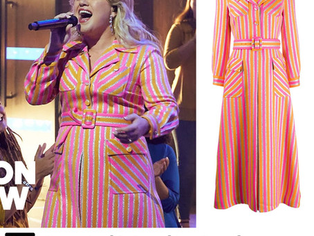 Kelly Clarkson's orange and pink striped dress from The Kelly Clarkson Show