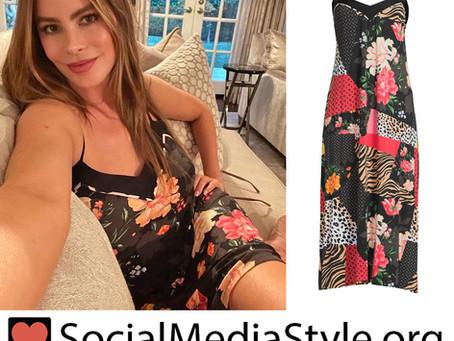 Sofia Vergara's mixed print nightgown