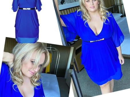 Rebel Wilson's blue batwing sleeve dress