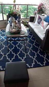 Ambiente logrado con alfombras de plástico reciclado.