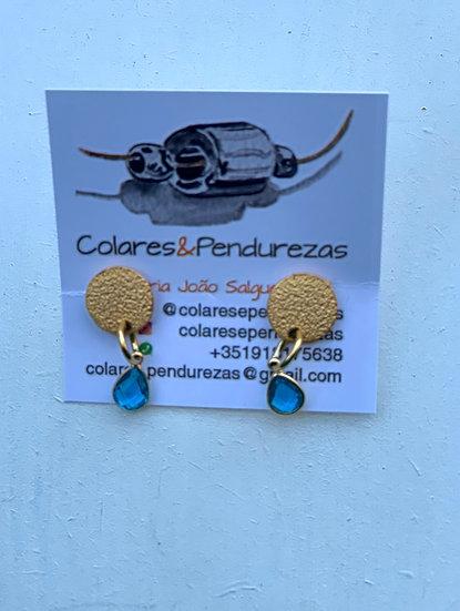 brincos base dourada- A cristal azul  B cristal azul forte C-cristal verde