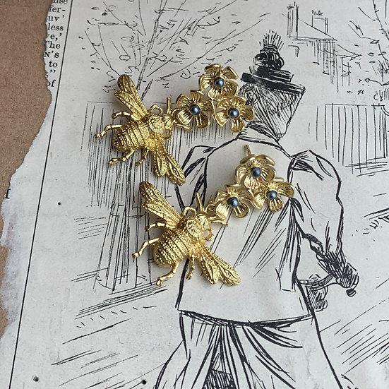 Brincos   base  3 flores/ abelha