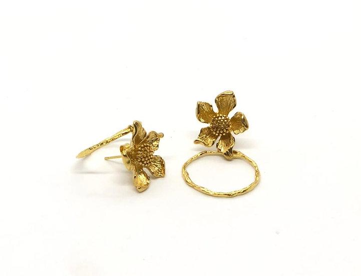 brincos flor/argola- bronze com banho de ouro