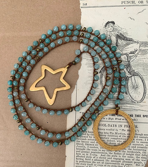 colar comprido, handmade , ágatas  verde água  terminais argola/estrela  dourada