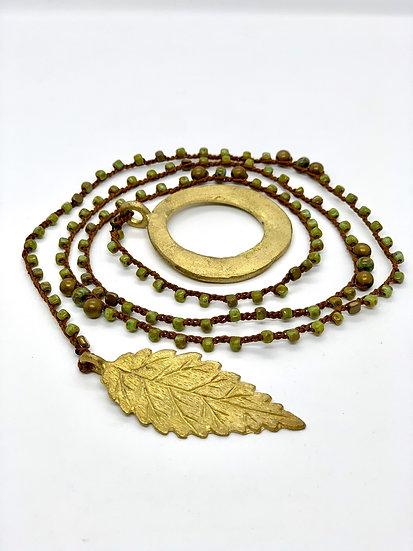 colar  comprido  handmade, cristais checos verde, argola&folha