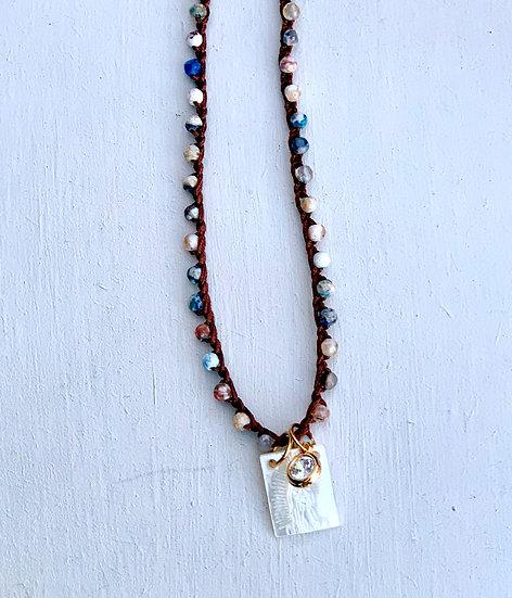 colar PILAR ajustável handmade ágatas azuis mescladas escapulário madreperola