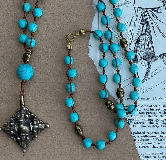 colar comprido handmade,com fecho- nós- pedras turquesa medalhao/cruz bronze