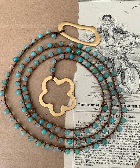 colar comprido -handmade  fio de seda/ágatas terminais argola/flor
