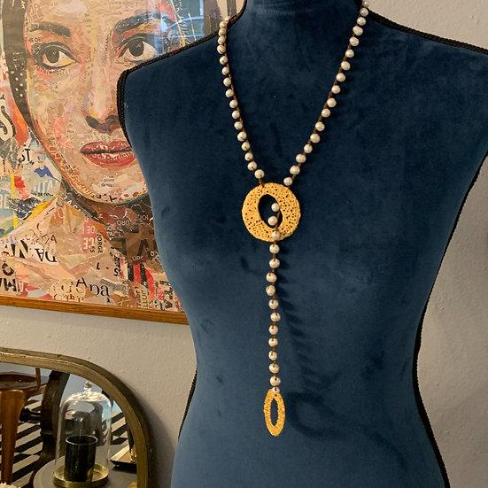 colar pérolas handmade -1 volta argolas picotadas  plaquêt de ouro