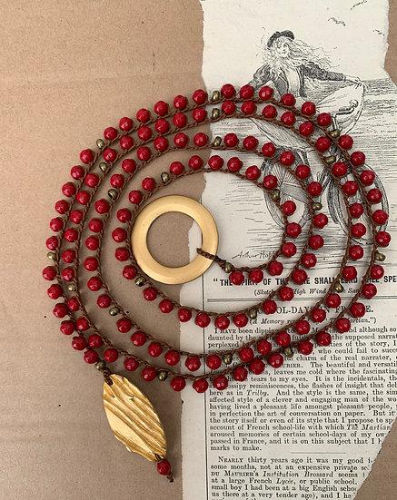 colar comprido  handmade fio de seda ágatas terminais  dourados
