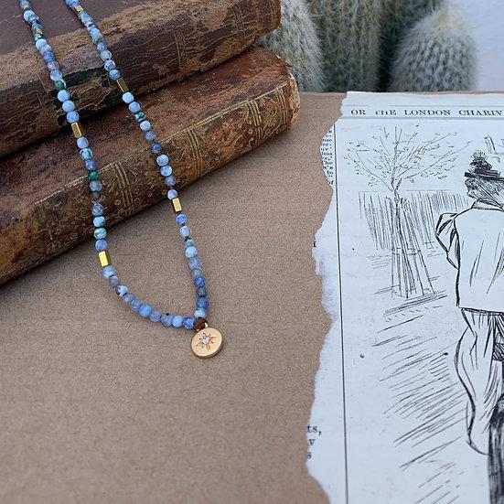 colar TERESA/ajustavel,fio de seda, ágatas matizadas medalha de aço e zircão