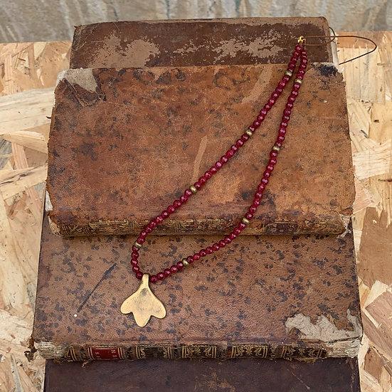 colar ajustavel handmade nós fio de seda e ágatas granada, pendente de bronze