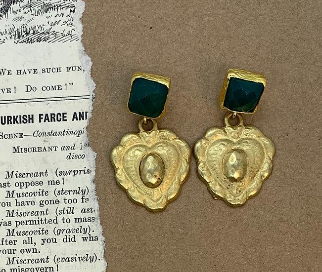 brincos  pedra verde coração banho de ouro