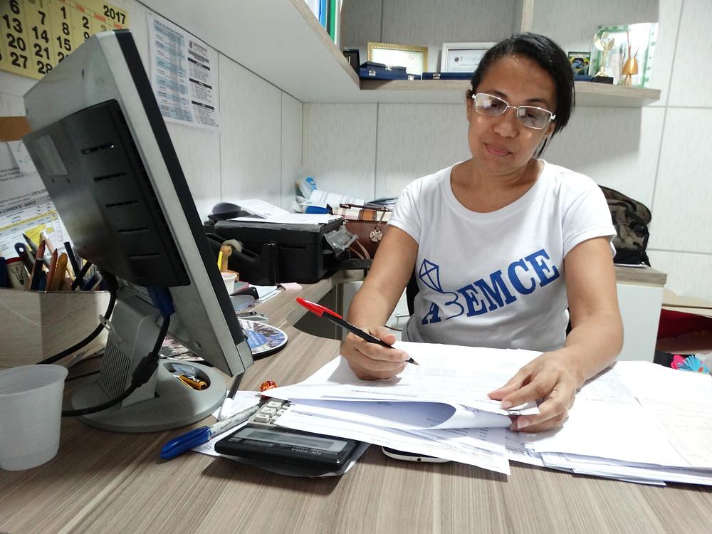 Marta Alves é a pedagoga que acompanha o processo da menina de Maria junto a ONG