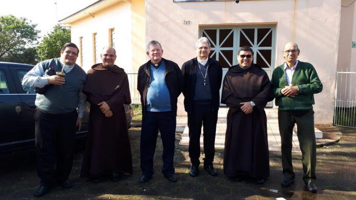 Da esquerda para direita: Pe. Miguel Faleiro, Frei Marcelo Aquino, Dom Frei Jaime Spengler, Dom Adilson Busin, Frei Márcio Silvan e Diácono Rubilar Bonone.