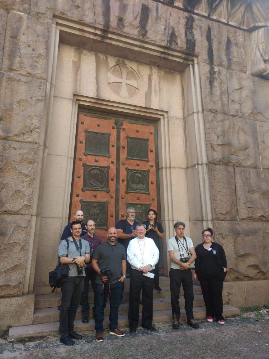 Visitantes com o arcebispo metropolitano Dom Jaime Spengler.