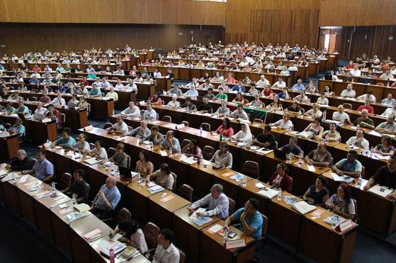 Público reunido em Itaci, SP
