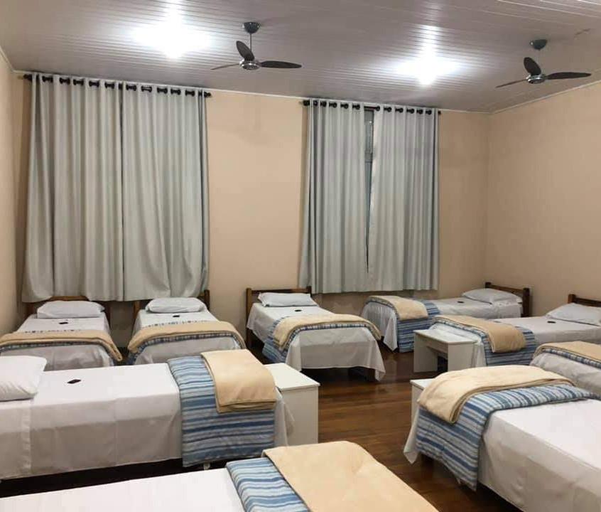 dormitórios com banheiros