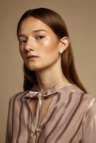 the portrait of the opposite elegant magazine 2019