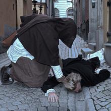 """""""Ser ni inte vad pesten har gjort med denna man?!"""""""