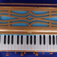 harmonium 3.jpg