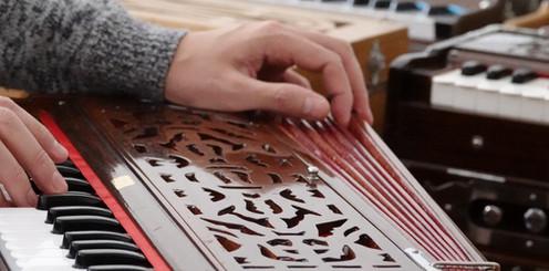 Harmonium 32-keys, stick-keys, double reeds