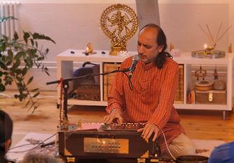 Mantras presentados por un musico autoctono de la India