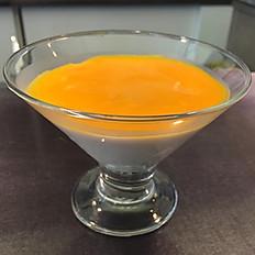 Coconut Pudding with mango sauce/Panna cotta al cocco con purea di mango/椰奶芒果布丁